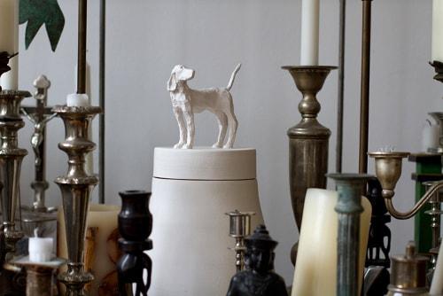 Tierskulptur-Urne_Hund_Peter_Ripka_Bildhauer-min